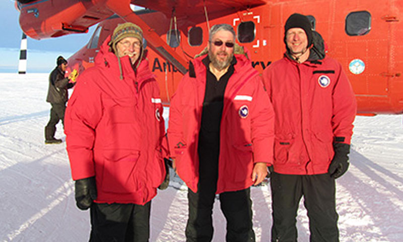 Jim Stockel, Tim Stanton and Bill Shaw (Naval Postgraduate school) arrive at the Pine Island Glacier drill camp by Twin Otter.